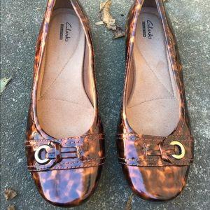 Women's Clarks Tortoise Slip On Flats Size 8 NWOT